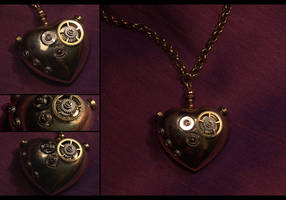 Steampunk Mechanical Heart II by hrekkjavakaastarkort