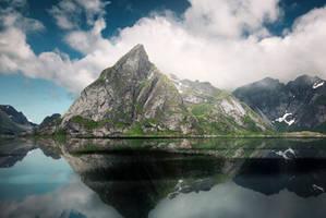 Oldstinden reflections by streamweb
