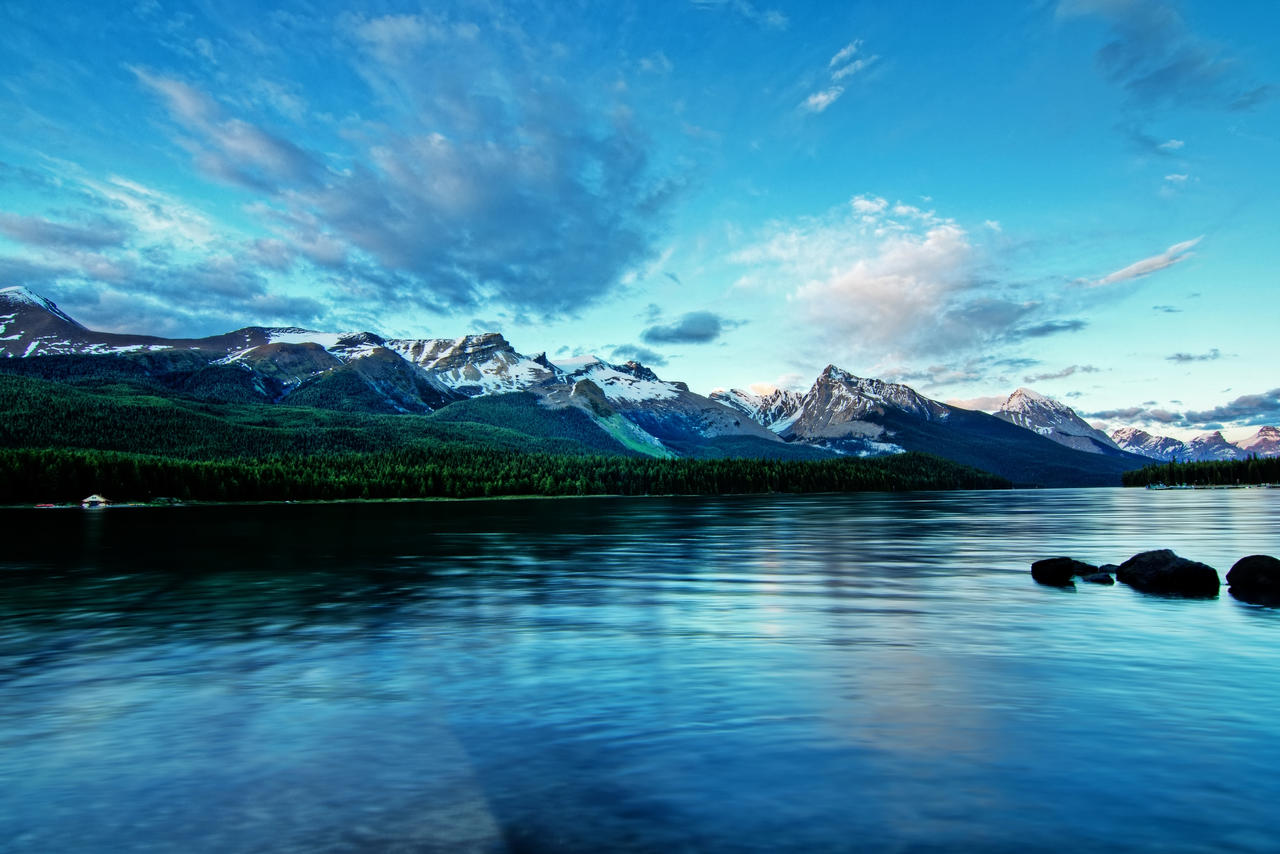 Maligne Lake by ShogunMaki