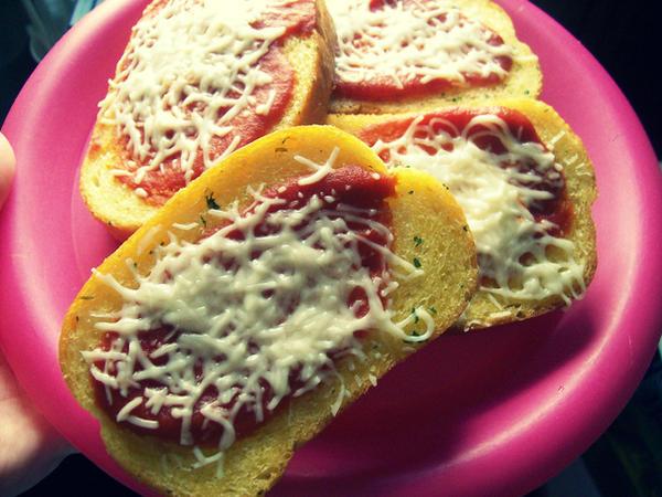Garlic Bread Pizzas by jam-tart