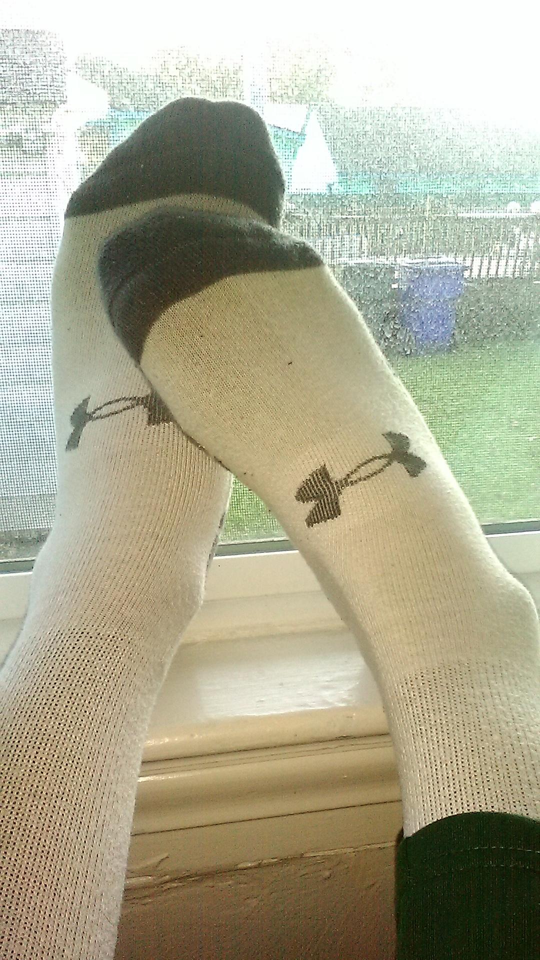 My feet! by Black-atom
