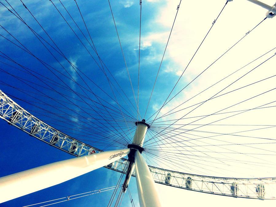 London Eye by DshaLie