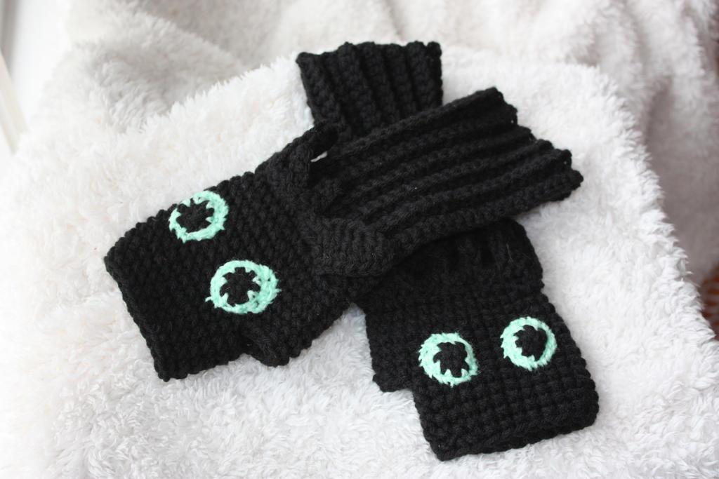 Toothless Fingerless Gloves By Rdekroon On Deviantart
