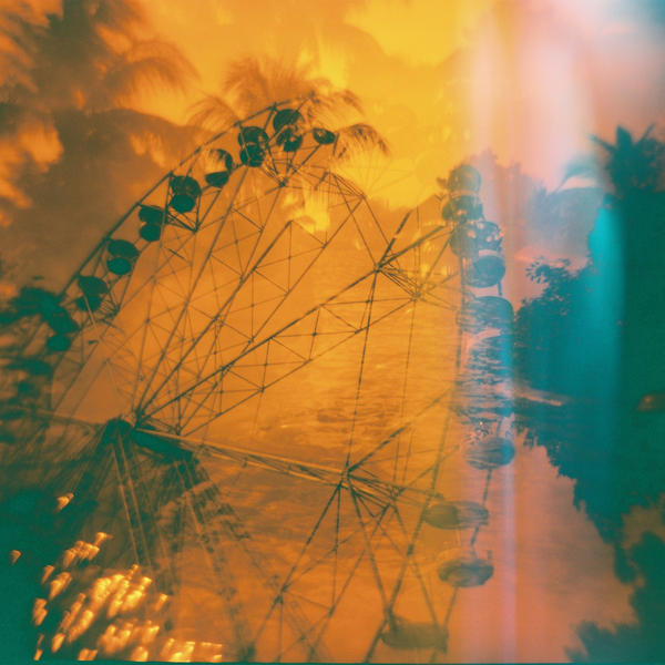 Ferris Wheel in Santa Rosa by feverish-eye
