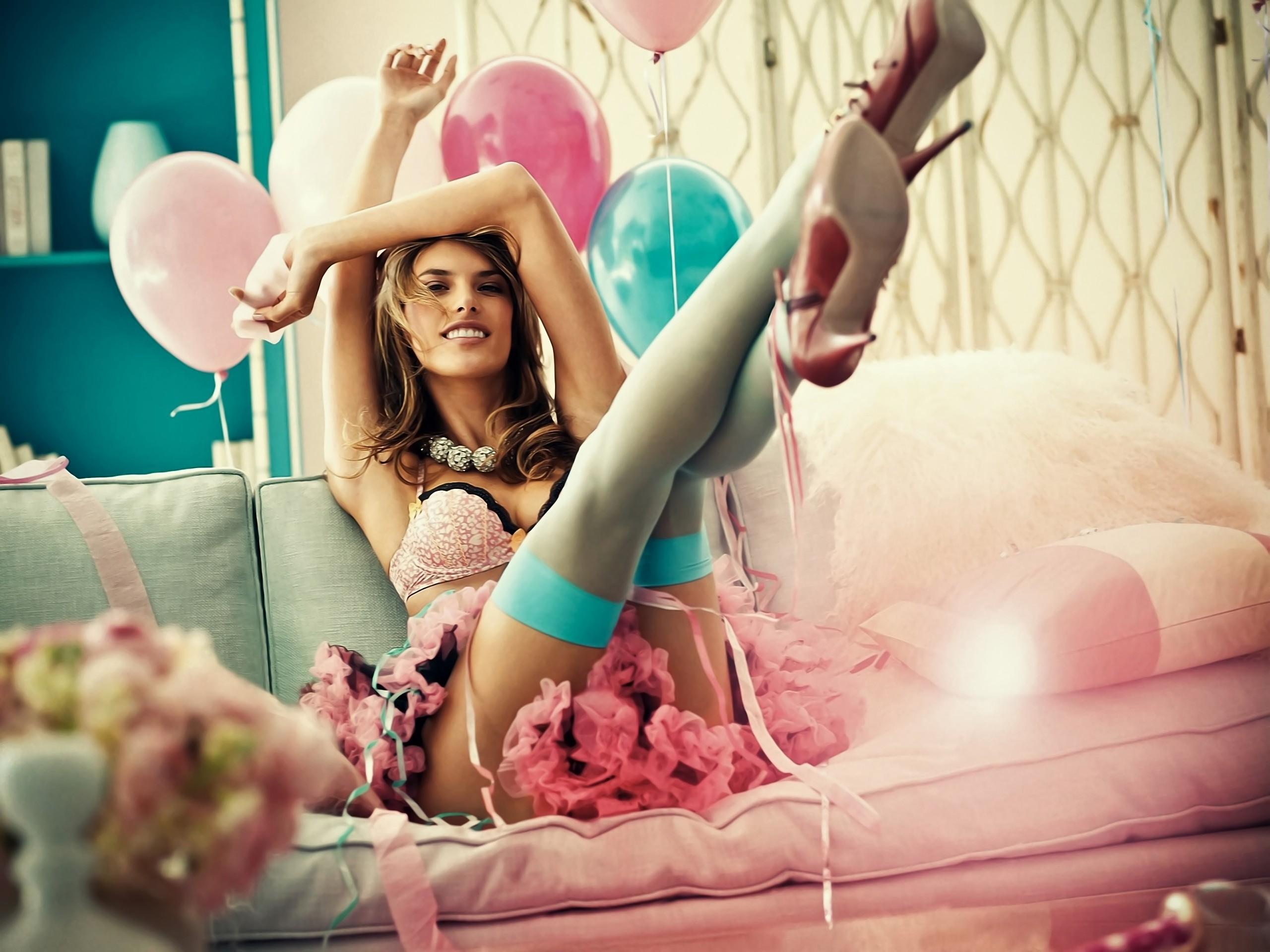 Девушка и воздушные шарики порно видео