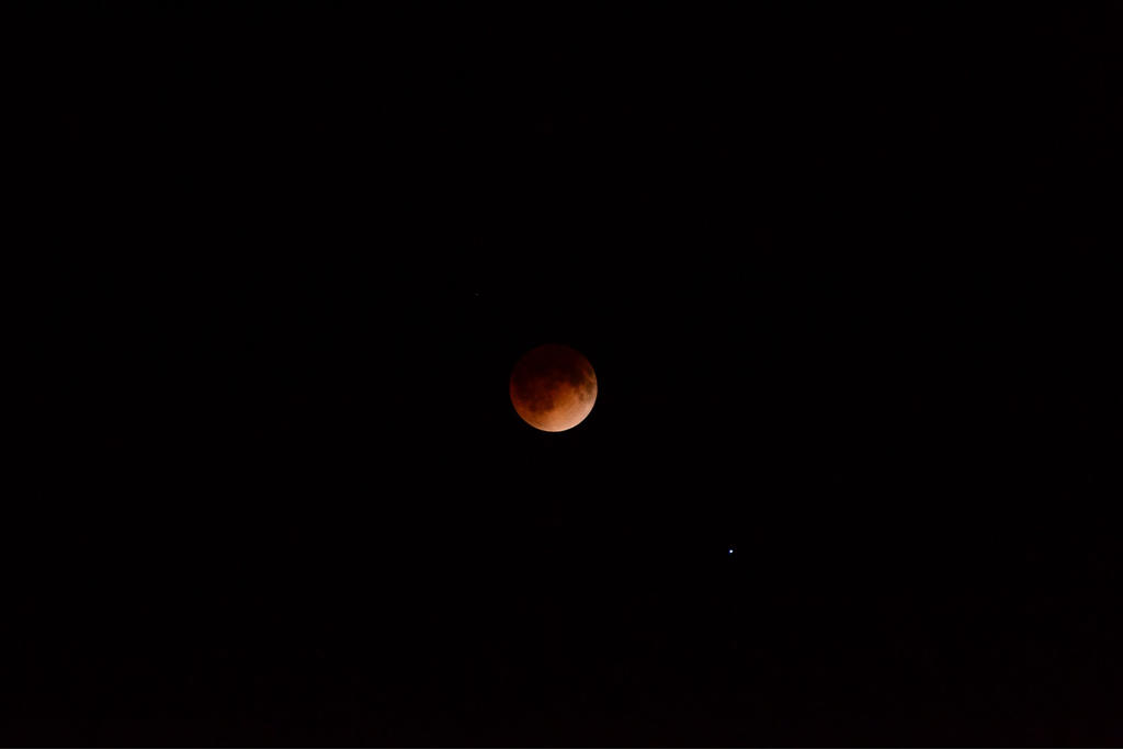 The Real Blood Moon 4-14-14 by AmbitiousArtisan