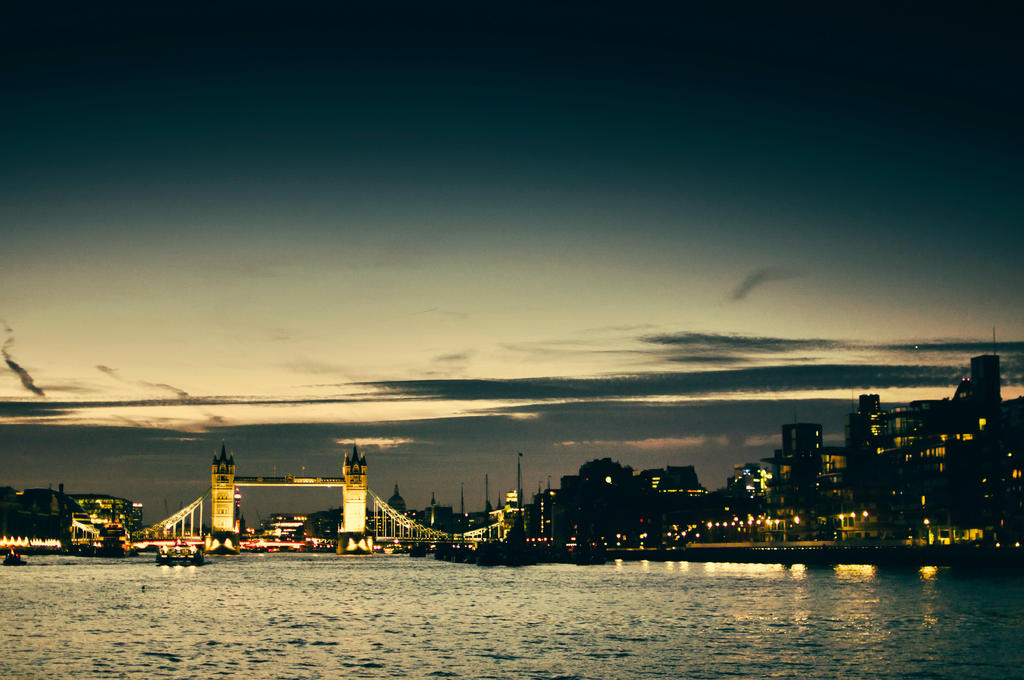 Tower Bridge by salmanarif