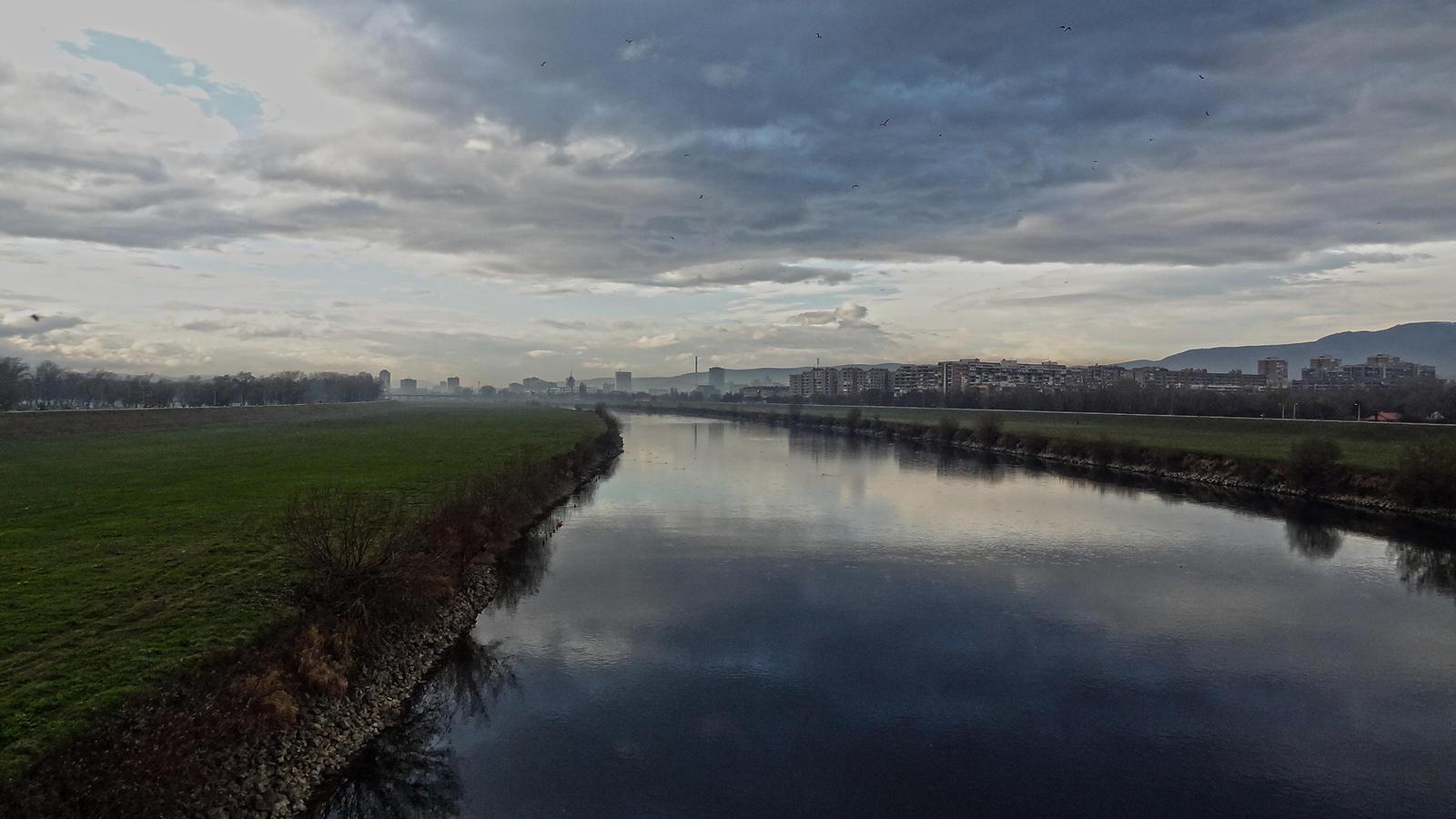 https://img00.deviantart.net/d312/i/2014/042/a/b/sava_river___zagreb_by_sneackeer-d762jce.jpg