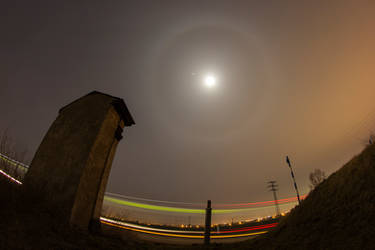 Lunar halo - 10.2.2014 by sumie--dh