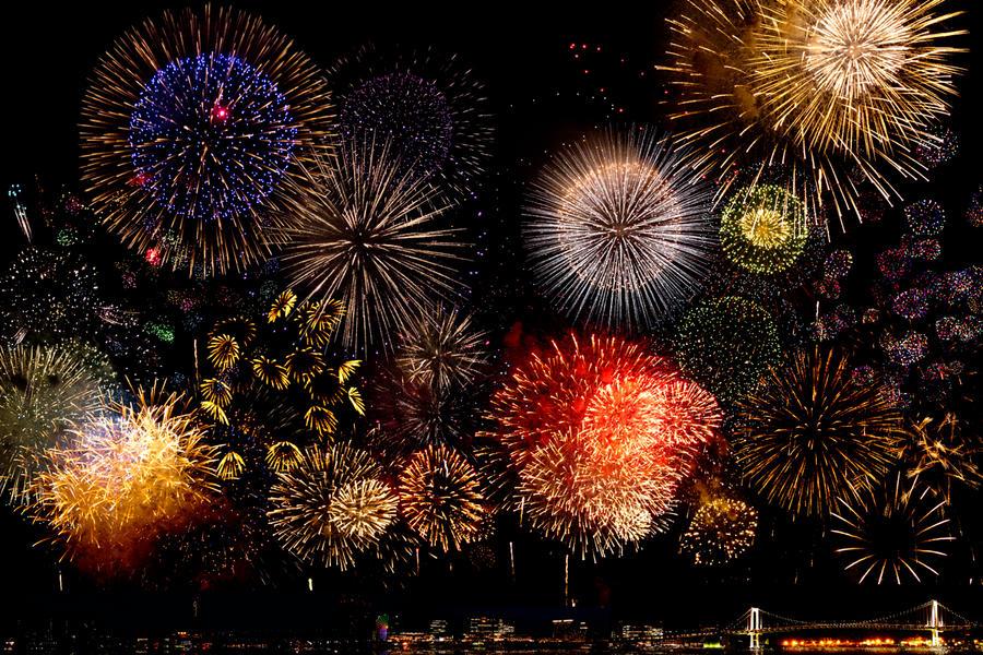 http://fc05.deviantart.net/fs70/i/2012/224/8/4/24th_tokyo_bay_grand_fireworks_festival_by_masahiro_ihara-d5atgst.jpg