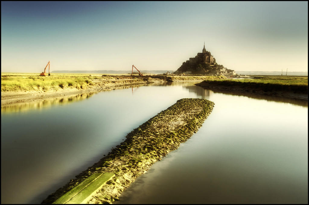 Mont-Saint-Michel in summer morning II by kakobrutus