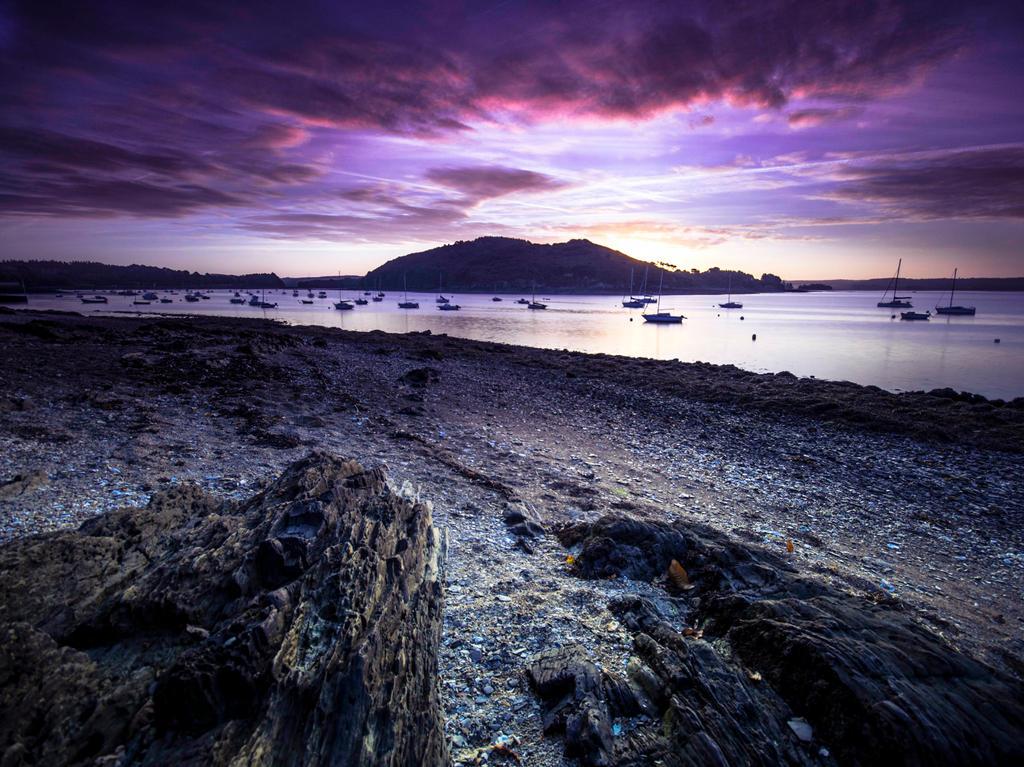 Black shore by kakobrutus