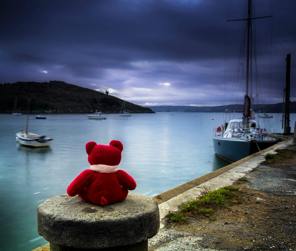 Waiting for boat by kakobrutus