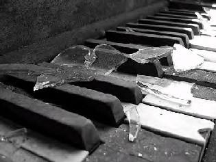 صور حزينه  صور* حزينه تعالووو وشاوووصور*موووت* Broken_Piano_by_WyldAngl