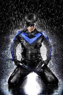 Cosplay water shooting: Nightwing (7)