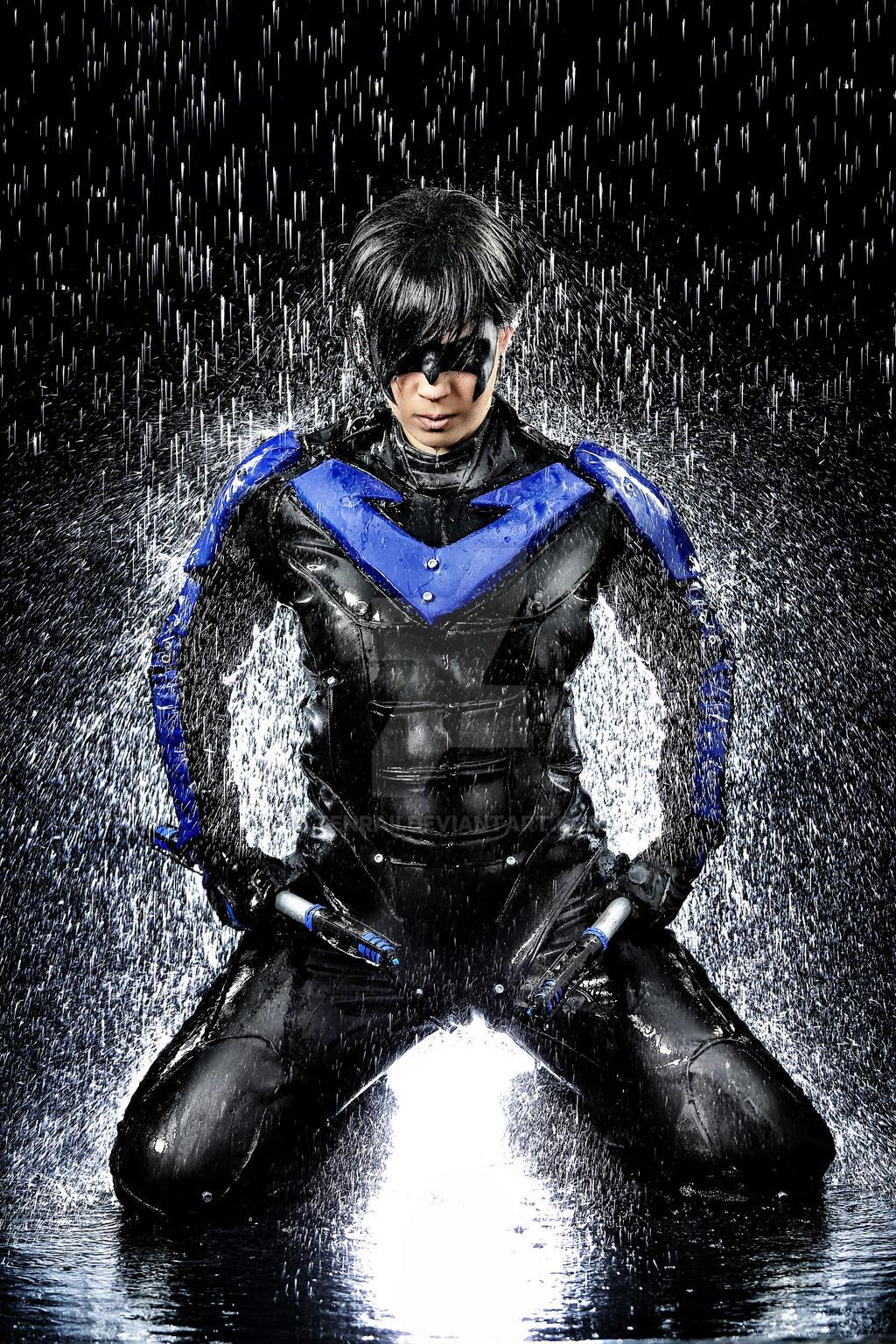 Cosplay water shooting: Nightwing (7) by Tenraii