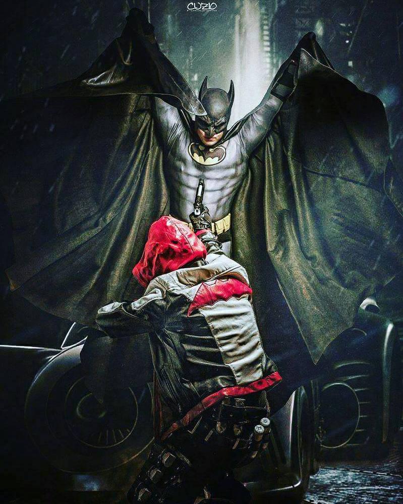 Batman vs Red Hood cosplay  - Come at me!