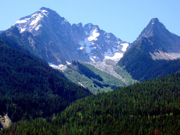 Infancia en el Valle de Rukyn Mountain_valley_by_gee231205