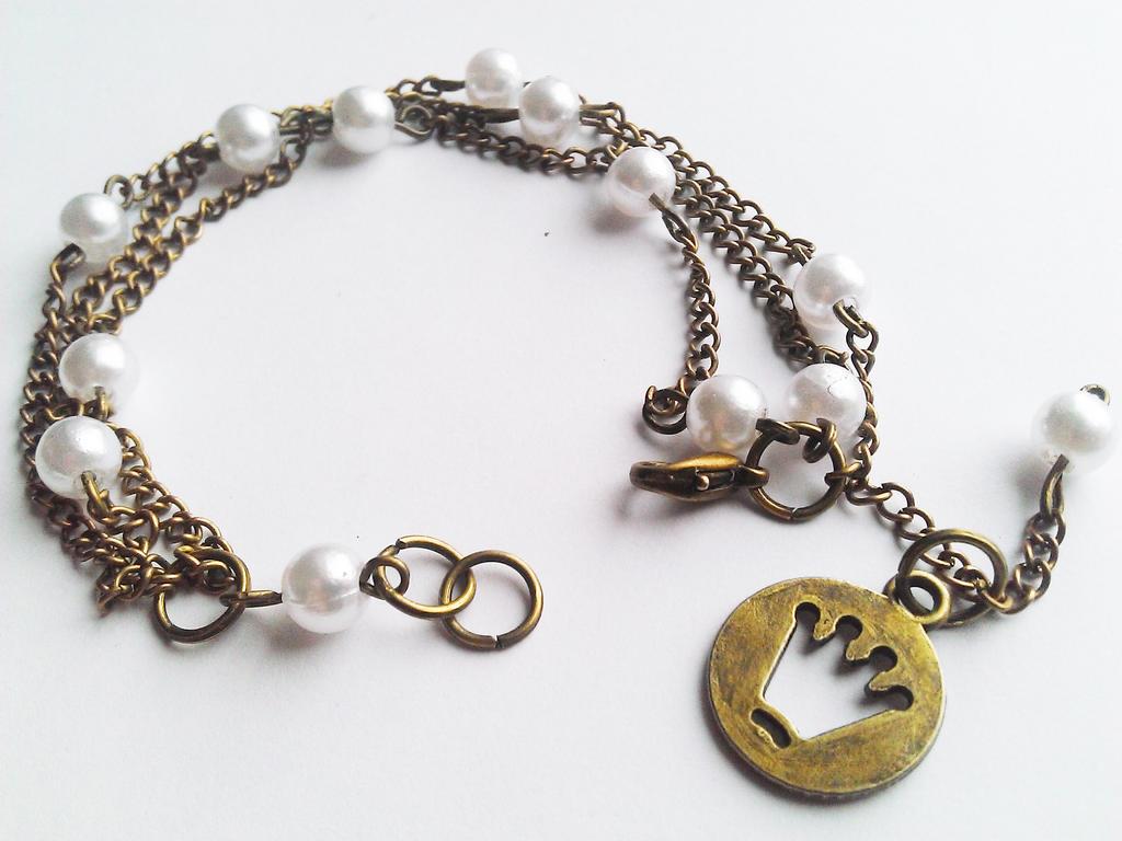 Pearls and crown bracelet by soophieO