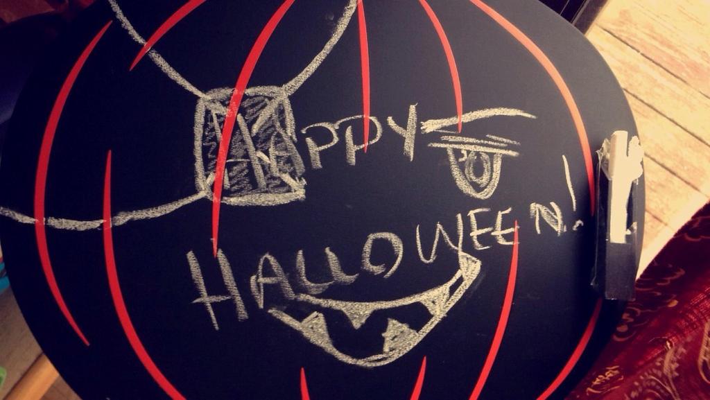 Happy Halloween by SwanElizabeth