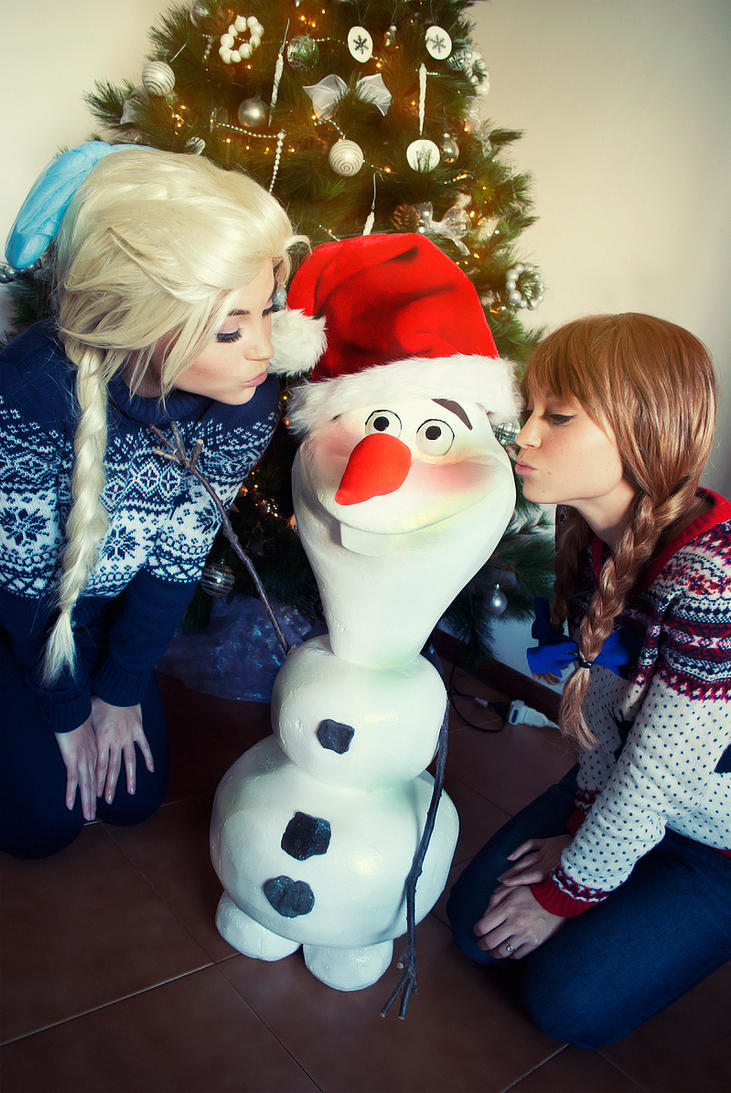 Anna Elsa Olaf Christmas by TwinseyCosplay on DeviantArt