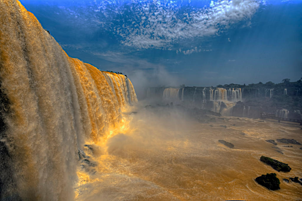 Gold in  Iguazu by haimohayon