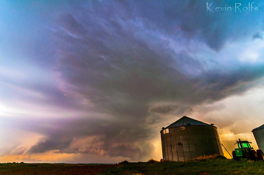 Western Iowa Wall cloud by Bvilleweatherman