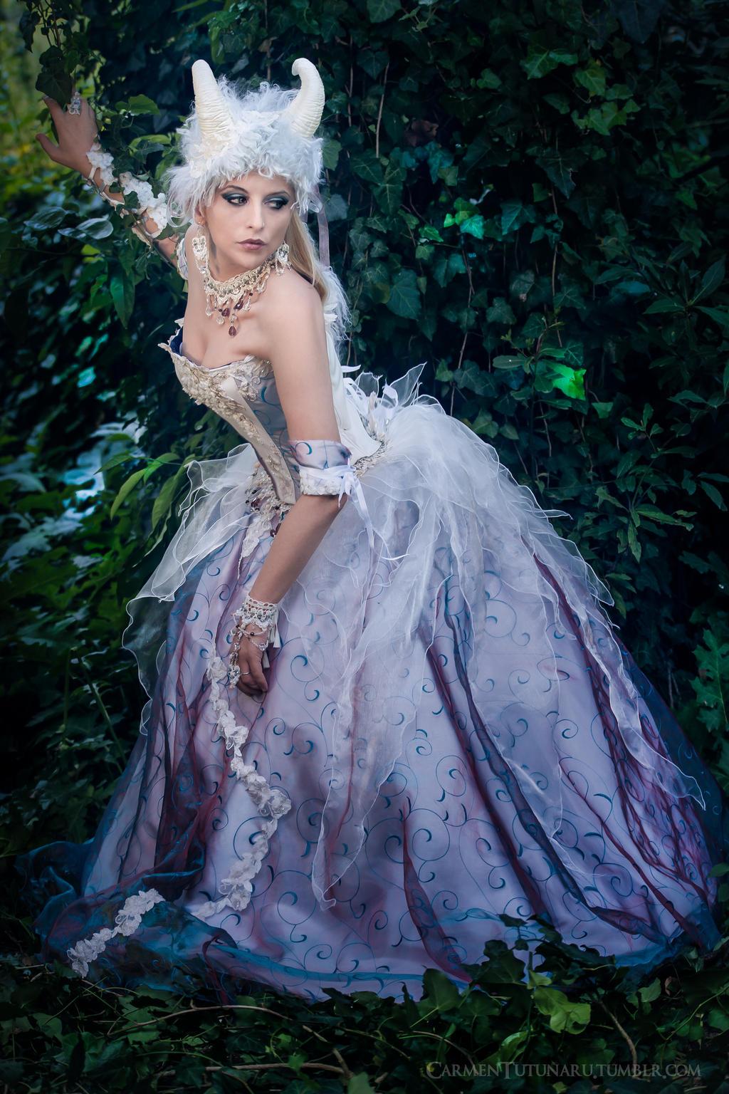 Titania - Queen of Fairies 3 by AstarteXOX