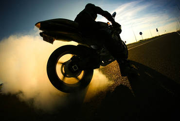 Yamaha R1 by mjagiellicz