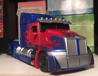 Optimus Prime Vehicle Mode by SoniaStrummFan217