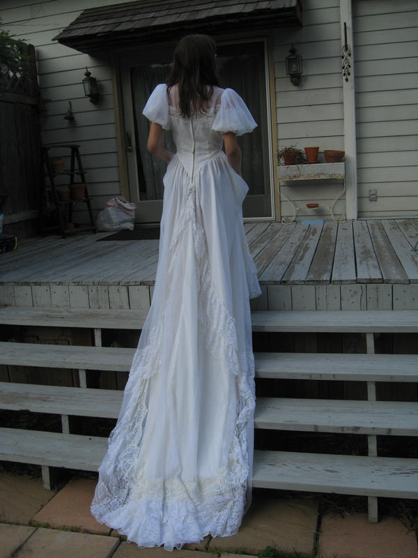 Wedding dress 5 by 3corpses-in-A-casket