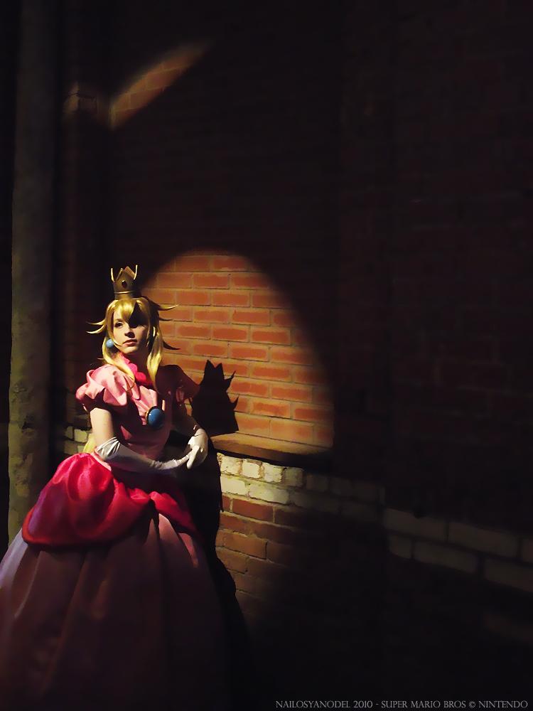 princess peach cosplay