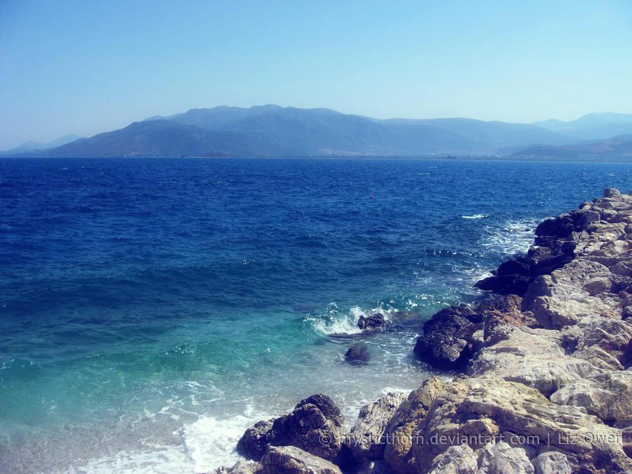 Waves against the rocks. by lizjowen