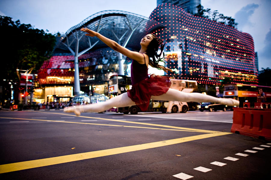 Dancer in the Streets by dannyst