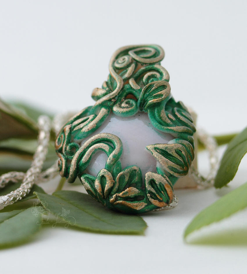 Emerald flourish pendant by Tuile-jewellery