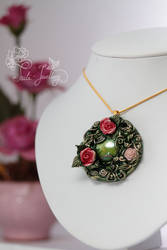 The Queen's Roses by Tuile-jewellery