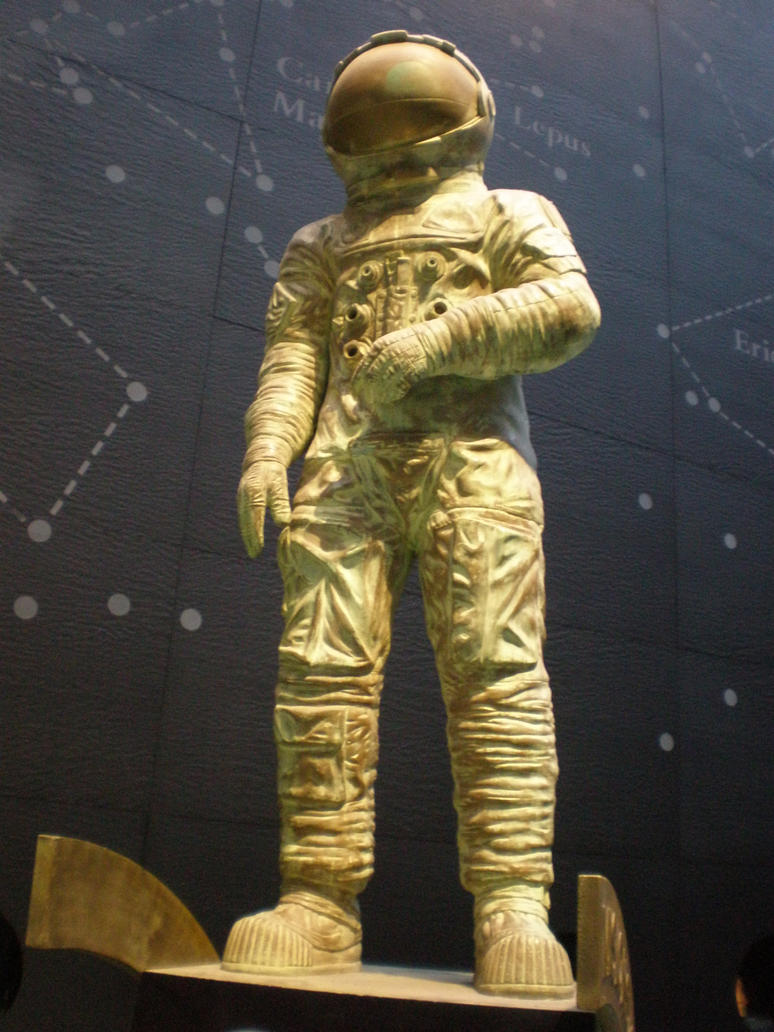 Astronaut statue by Gardek