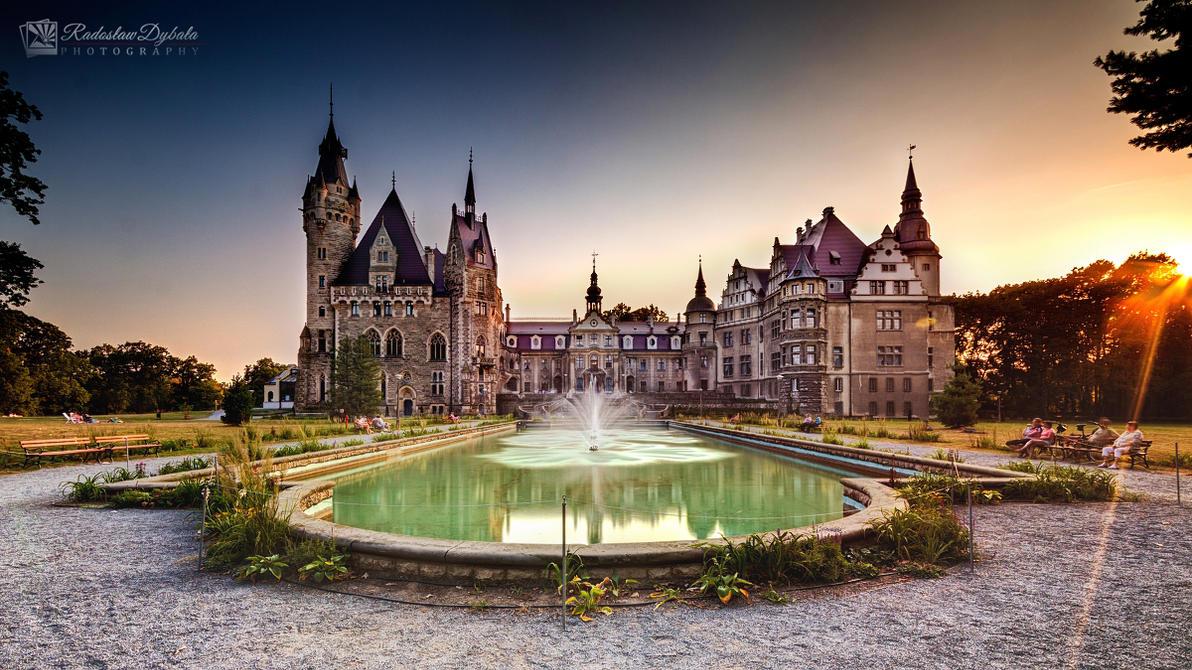 Palace by Dybcio