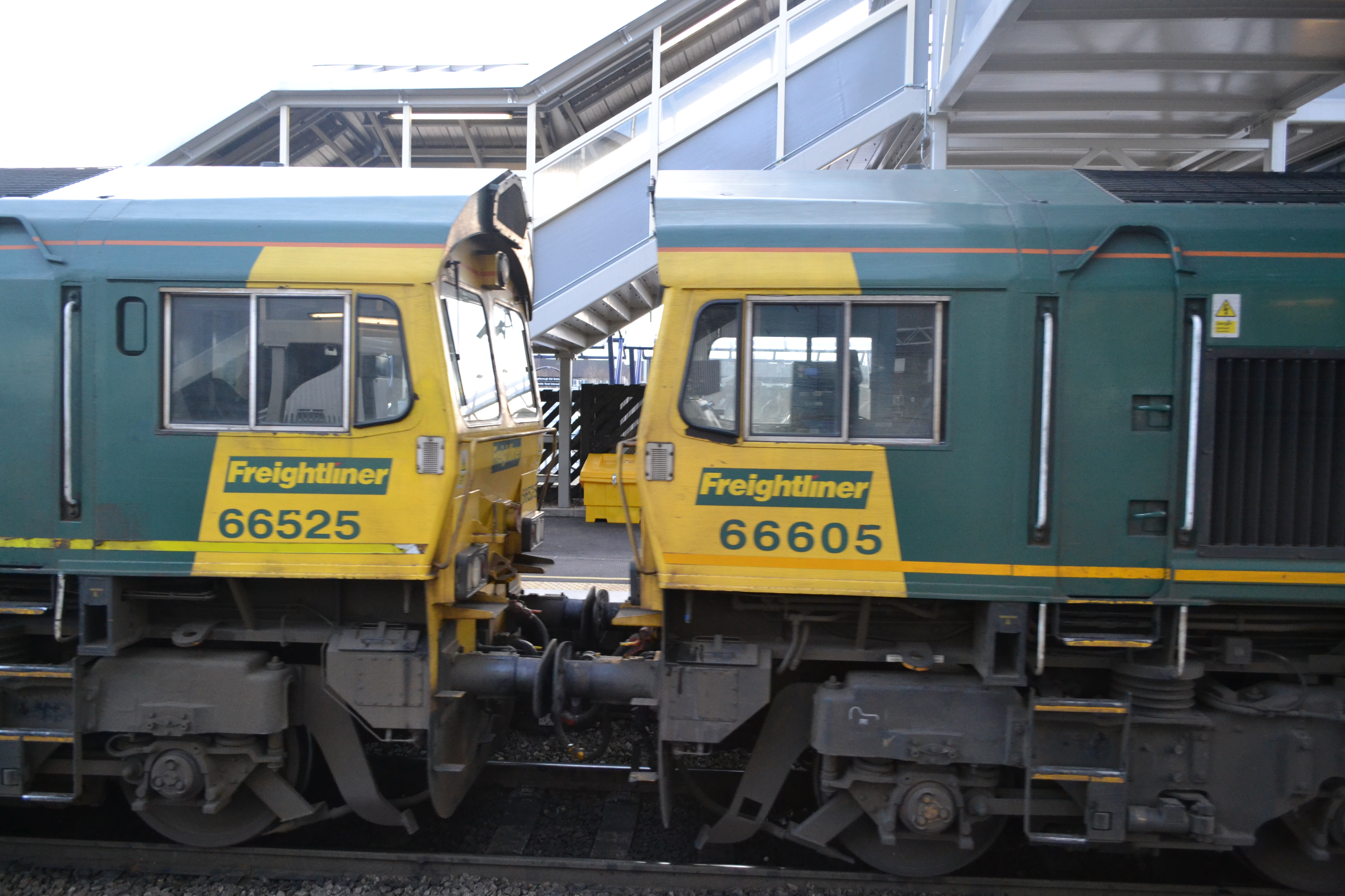 Class 66525 and Class 66605 by DingRawD