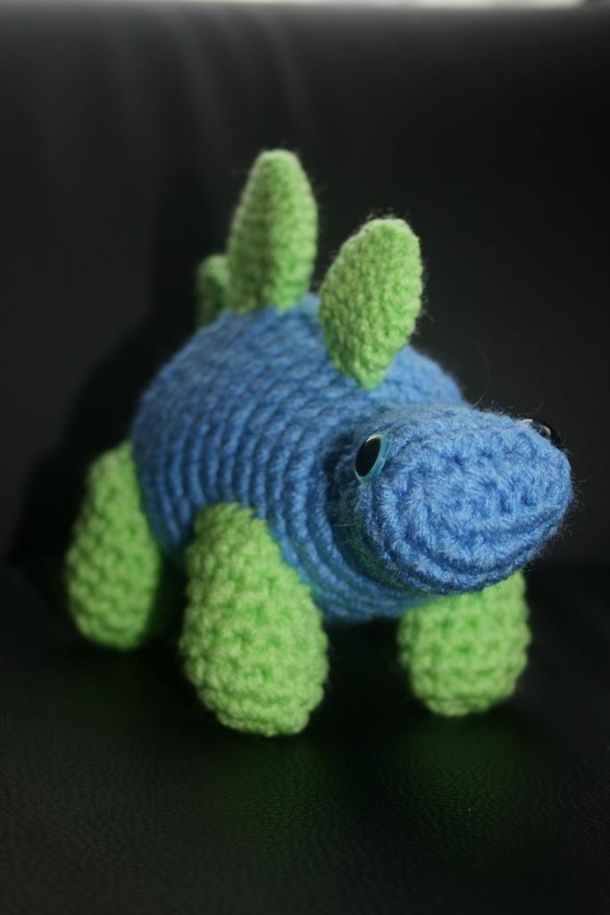 how to make a stegosaurus model