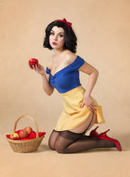 Snow White Pinup by Lie-chee