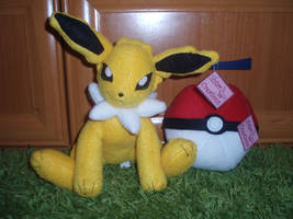 Jolteon and Pokeball SOLD by Ishtar-Creations