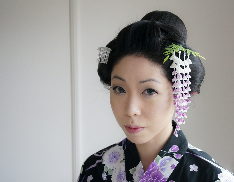 Traditional Japanese Hairstyle with Kanzashi by ...