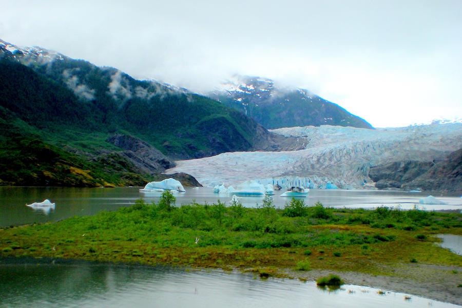 http://fc07.deviantart.net/fs71/i/2010/040/7/7/At_Glacier__s_Edge_______by_Momofbjl.jpg