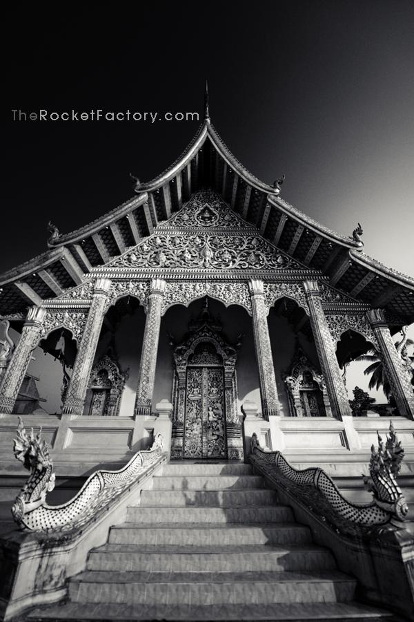 Nikon D3x Black and white Wat by frankrizzo