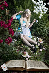 Alice and her drugs by Ophelia-Overdose