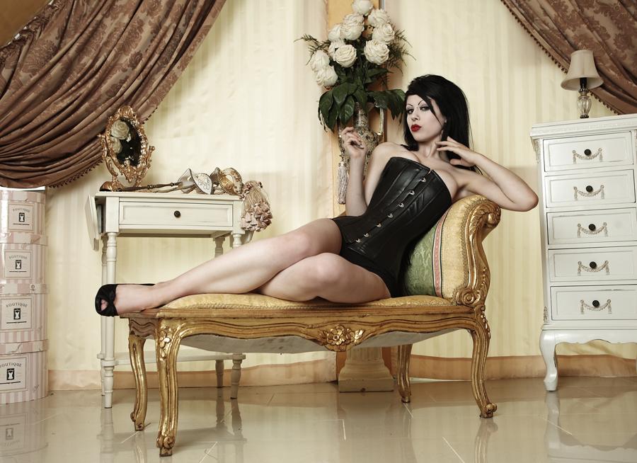 http://fc01.deviantart.net/fs45/f/2009/159/d/6/Femme_Fatale_by_Ophelias_Overdose.jpg