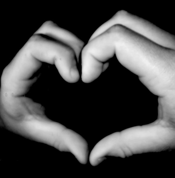 Black_and_White_Heart_by_golden_opportunity.jpg