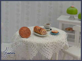 Roll cake in 1:12 scale