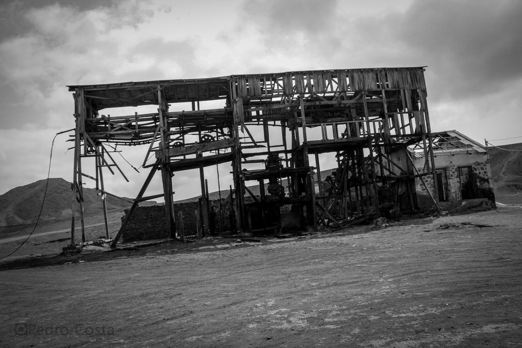 Abandoned Structure by PedroRLCosta